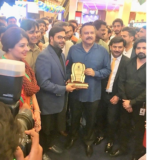 Mr. Mujeeb Ahmed Khan (Dy. GM Sales/Marketing) presented a shield to PTI Leader Mr. Naeem-ul-Haq